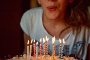 ילדת יום הולדת